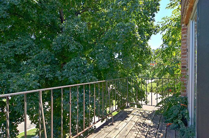 OLIV- Balcony 2